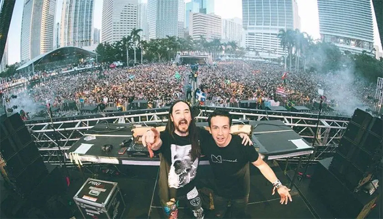 Steve Aoki Laidback Luke Its Time ft Bruce Buffer