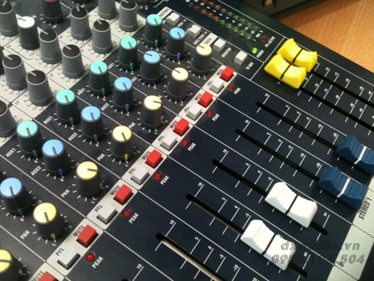 mixer soundcraft efx8 4